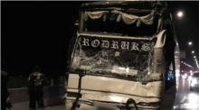 รถบัสทัศนศึกษา ชนกันเอง 3 คันรวด ทำนักเรียนเจ็บ 3 คน- คนขับขาหัก