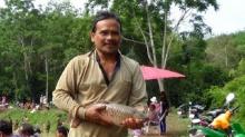 บ่อเลี้ยงปลาไอเดียเจ๋ง เปิดบ่อขายบัตรให้ชาวบ้านจับปลา สุดคึกคัก