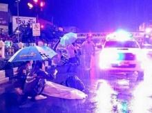 แห่แชร์!!! สองสาวกู้ภัย น้ำใจงาม นั่งกางร่มให้ผู้เสียชีวิต ไม่หวั่น!! แม้ฝนตกกระหน่ำ