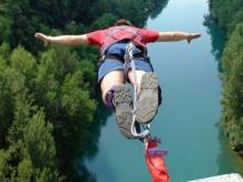 คู่รักหนุ่มสาว โดดบันจี้จั้มพ์ เกิดพลาด!! ดิ่ง 65 ฟุต ลงมาตาย-แฟนหนุ่มสาหัส