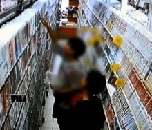 เดินผิดทาง ′2 วัยรุ่น′ ติดหนังสือ แต่เลือกขโมยกลับไปอ่านที่บ้านกว่า 200 เล่ม (คลิป)