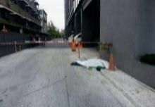 เหตุสลด!! ดับคาที พนักงานเช็ดกระจกตกตึกสูงกลางกรุง!!