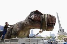 จ่อเสียค่าปรับ!! หลังขนย้ายหุ่นไดโนเสาร์ทำการจราจรติดขัด