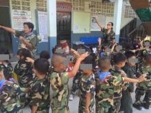 ฮือฮา!! โรงเรียนอนุบาลที่ขอนแก่น ให้เด็กแต่งชุดทหารมาเรียน