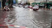 ฝนถล่มเมืองอุดรฯ น้ำท่วมขังถนน ระดมสูบ 18 จุดเร่งระบาย