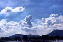 ฮือฮา! ก้อนเมฆในหลวง-สมเด็จย่า ทอดพระเนตรแข่งเรือยาว