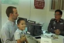 หนุ่มนักบินหอบลูกชาย 6 ขวบ ขึ้นโรงพัก วอนตำรวจตามหาเมียไทยหายตัวลึกลับ!!