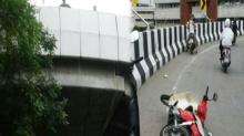 สองโจ๋กระชากสร้อยซิ่ง จยย.หนีไม่พ้นพลัดตกสะพานกลับรถอาการสาหัส!!