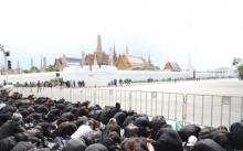 """""""สมเด็จพระเจ้าอยู่หัว"""" ทรงห่วงประชาชนรับสั่งเปิดพื้นที่ 2 ฝั่งถนนให้ชมริ้วขบวนพระบรมราชอิสริยยศ"""