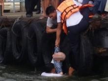 ฮีโร่ตัวจริง!! หนุ่มกรมเจ้าท่า โดดลงแม่น้ำเจ้าพระยาช่วยเหลือชายสูงวัยพลัดตกน้ำ!!