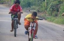 สุดทึ่ง!! เด็กป.4 ซ้อมปั่นจักรยาน ทั้งๆที่พิการแขนทั้ง 2 ข้าง