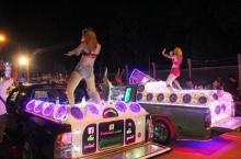วิจารณ์สนั่นเน็ต!! งานปีใหม่อุตรดิตถ์ปิดถนนให้ โคโยตี้ เต้นเสียว!!
