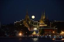 ชมภาพความงดงาม พระบรมมหาราชวัง คืนจันทร์เต็มดวง