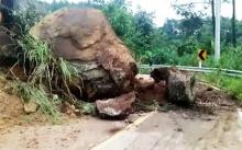 ระทึก!! เกิดเหตุก้อนหินยักษ์ร่วงขวางถนนขึ้นดอยม่อนล้าน เกิดขึ้นต่อเนื่องถึง 2 ครั้ง!