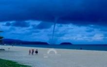 ตะลึงทั้งหาด!! พายุงวงช้างกลางอ่าวกะรนสวยงาม แชร์สนั่นทั่วโซเซียล