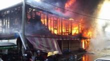 เสียดาย!! ไฟไหม้ตึกเก่าแก่ 80 ปี ตลาดปากน้ำ วอด 8 หลัง
