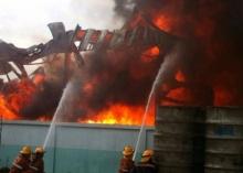 ไฟไหม้โรงงานบรรจุแก๊สย่านลำลูกกา เสียงระเบิดสนั่น !