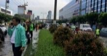 บก.02 แจ้ง  ห้ามรถขึ้นสะพานรัชดา-ลาดพร้าว น้ำท่วมขังถนนรัชดา