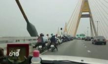 """ทางหลวงชนบทชี้ ขี่รถจยยขึ้น""""สะพานสูง-ลมแรง-รถทรงตัวยาก"""" เกิดอุบัติเหตุง่าย"""