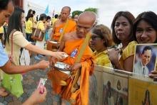 ภาพประทับใจ ชาวไทยพร้อมใจสวมเสื้อเหลือง พ่อหลวง ครองราชย์ครบ 70 ปี