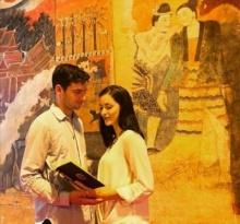 หนุ่มฝรั่งรักเมืองไทย ขอแฟนสาวแต่งงานหน้าภาพเขียนดังวัดภูมินทร์