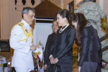 พสกนิกรซาบซึ้ง มิ่งขวัญปวงชนชาวไทย 4 พระองค์ เสด็จฯร่วมพระราชพิธีพระบรมศพ