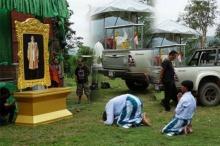 สุดซาบซึ้ง!!! ชาวพม่าถวายอาลัยในหลวง ร.9 แม้ต่างชาติ ต่างภาษา แต่หัวใจเดียวกัน