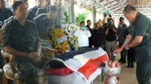 สมเกียรติยศ!!! กองทัพภาคที่ 4 จัดพิธีรดน้ำศพ พ.อ.สนธยา ทหารกล้าผู้เสียสละ!!