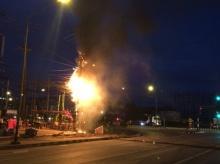 ระทึกกลางดึก!! ไฟไหม้สายไฟฟ้ากลางเมืองชาวบ้านหนีตายอลหม่าน ไฟฟ้าดับทั้งเมือง