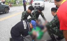 ระทึกกลางถนน!! นักเรียนชายวัย 12 ขวบ พลัดตกจากท้ายรถกระบะ!! กลางสี่เเยก