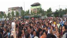 ศาลสั่งจำคุก 6 ชาวชลบุรี โพสต์ด่าผู้ว่าฯ ทำยืนรอถวายดอกไม้จันทน์ จ่อเรียกอีก 63 คน