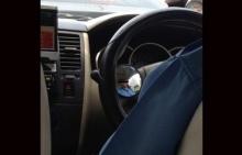 เตือนสาวๆนั่งแท็กซี่ระวังให้ดี!! จะโดนส่องด้วยกระจกปริศนาบริเวณพวงมาลัย