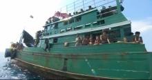 น่าเวทนาโรฮิงยา 150 ชีวิต ลอยเรือกลางทะเล ตะโกนบอกว่าพวกเขาหิวโหยมาก
