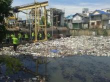 กทม. เข้ม!! พบทิ้งขยะไม่เป็นที่ สาเหตุทำน้ำท่วมกรุงฯ เจอปรับ 2,000 แน่!