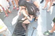 อุทาหรณ์! สาวเดินเล่นมือถือเพลิน เดินขาตกตะแกรงท่อ