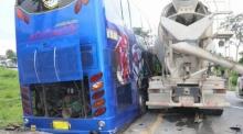 ระทึก!!รถปูนเบรกแตกชนรถบัสนักเรียนครูบาดเจ็บเพียบ!