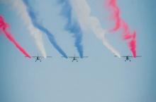 ตื่นตากองบิน 5 ฉลองวันเด็กบินโชว์พ่นควันสีธงชาติ