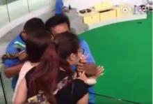 ระทึก!! กัดไม่ปล่อย สาวจีนเจองูกัดหลังจูบงูที่ภูเก็ต (คลิป)
