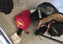 ประชดหนักมาก!!สาวปาดคอเป็ดเลือดสาดคาสถานีรถไฟ