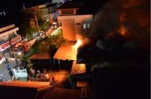 หนีตาย !! ไฟใหม้สถานเลี้ยงเด็ก โชคดีเพื่อนบ้านตะโกนปลุก เจ็บ 4