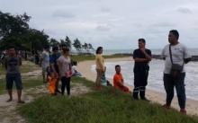 ยังค้นหาไม่เจอ! กลุ่ม รปภ. ลงเล่นน้ำหาดระยอง ถูกคลื่นซัดจมหาย 1