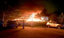 ไฟไหม้บ้านไม้เก่าหลังธนาคารออมสินภูเก็ต วอดทั้งหลัง
