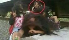 สาวน้อยมัวเซลฟี่กับเพื่อนถูกรถไฟเฉี่ยวเจ็บสาหัส หนังหัวถลก เลือดสาด