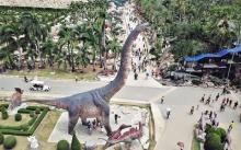 หยุดยาวคึกคัก! ผู้คนนับหมื่นแห่เที่ยว หุบเขาไดโนเสาร์ ที่ใหญ่ที่สุดในโลก