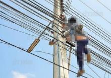 ช่างเดินสายโทรศัพท์ถูกไฟดูด!! สลดชักเกร็ง ดับคาอยู่บนเสาไฟฟ้า