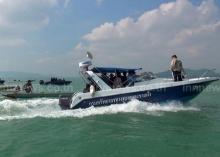 ระทึก ชาวประมงนำเรือหางยาวกว่า 30 ลำ ปิดล้อมเรือ ผู้ว่าฯ สงขลา