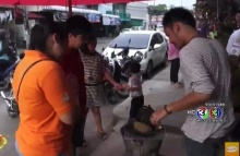 แห่ซื้อ!! ทุเรียนเผาแน่นร้าน ราคาพุ่งกิโลละ 250 บาท