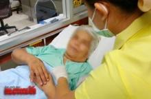 สลด!ยายสุโขทัยวัย67ถูกทิ้งไว้รพ. ติดต่อญาติรับตัวถูกสวนกลับจนอึ้ง