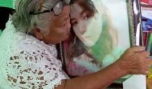 ยายน้องเคลียร์ กอดจูบรูปหลานรักทั้งน้ำตา ก่อนบอกเรากลับบ้านด้วยกันนะ