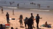 แม่ค้าหาบเร่ เดือด! รุมทุบเทศกิจน่วม กลางหาดอ่าวนาง ฉุนถูกจับไม่ให้ขายของ(คลิป)